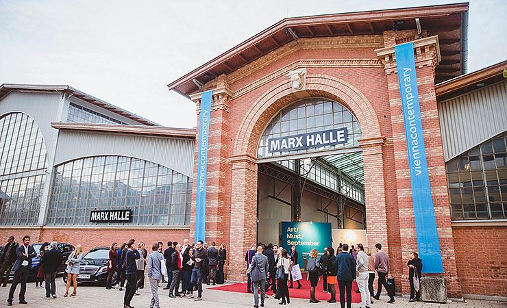 Marx Halle in Flammen: Einsatz dauerte 9 Stunden
